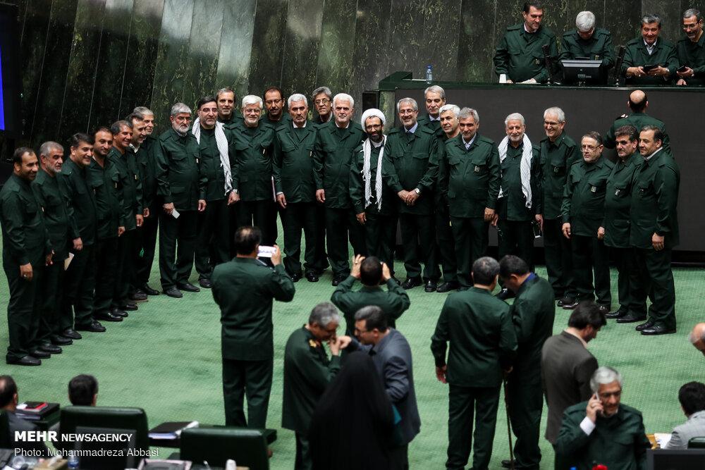 نمایندگان مجلس پس از قرار گرفتن سپاه در فهرست تروریستی آمریکا، با لباس سپاه در صحن مجلس حاضر شدند