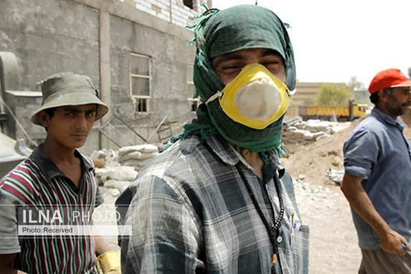 هراس کارگران از بیماری و بیکاری