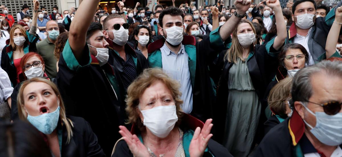 تظاهرات وکلای ترکیه علیه دخالتهای اردوغان