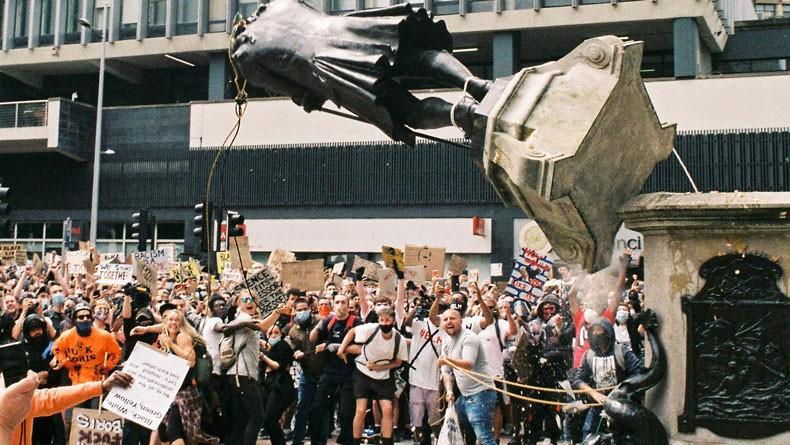 سرنگونی مجسمه ادوارد کالستون؛ تاریخ یا بازنویسی تاریخ؟