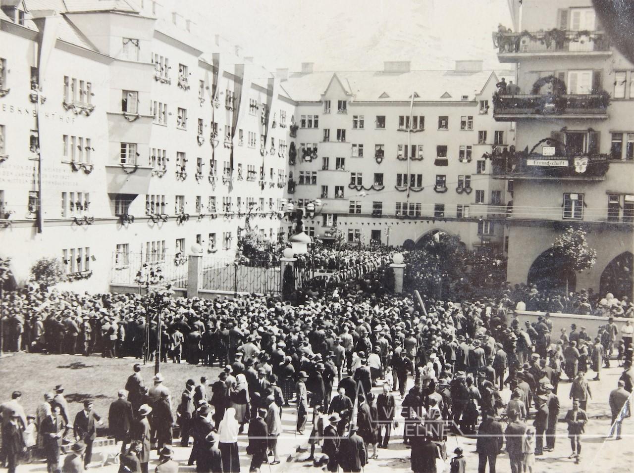 افتتاحیهی یک مجموعهی مسکونی مشارکتی – سال ۱۹۲۷
