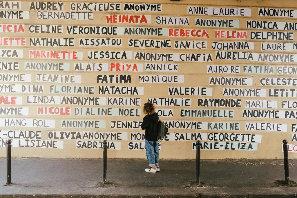 «نصابان» اعتراض به خشونت علیه زنان را روی دیوارهای پاریس بردند