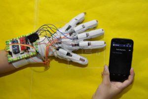 دربارۀ طرحهای فناوری ساخت مترجم زبان اشاره