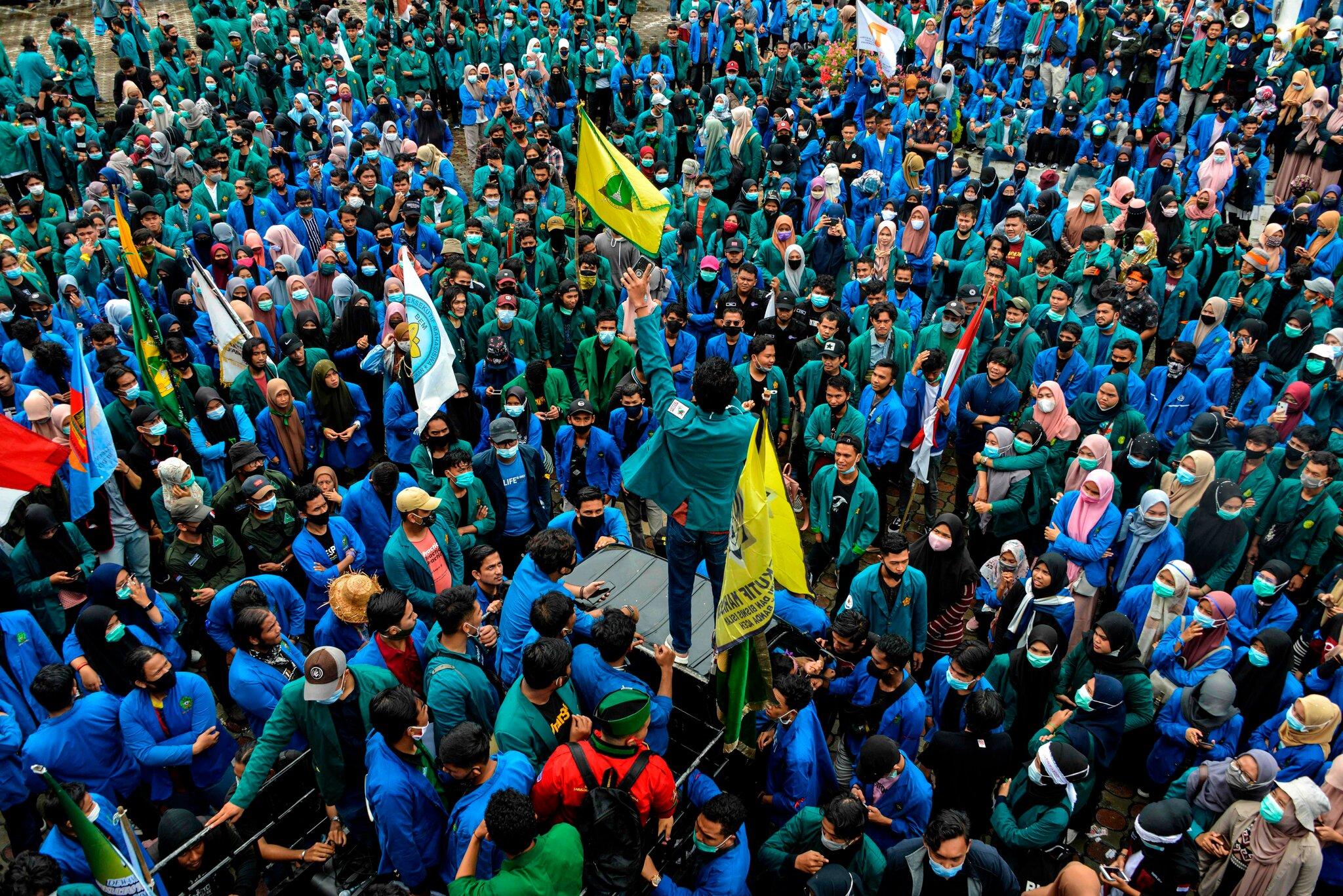 معترضان به قانون کار در خیابانهای اندونزی
