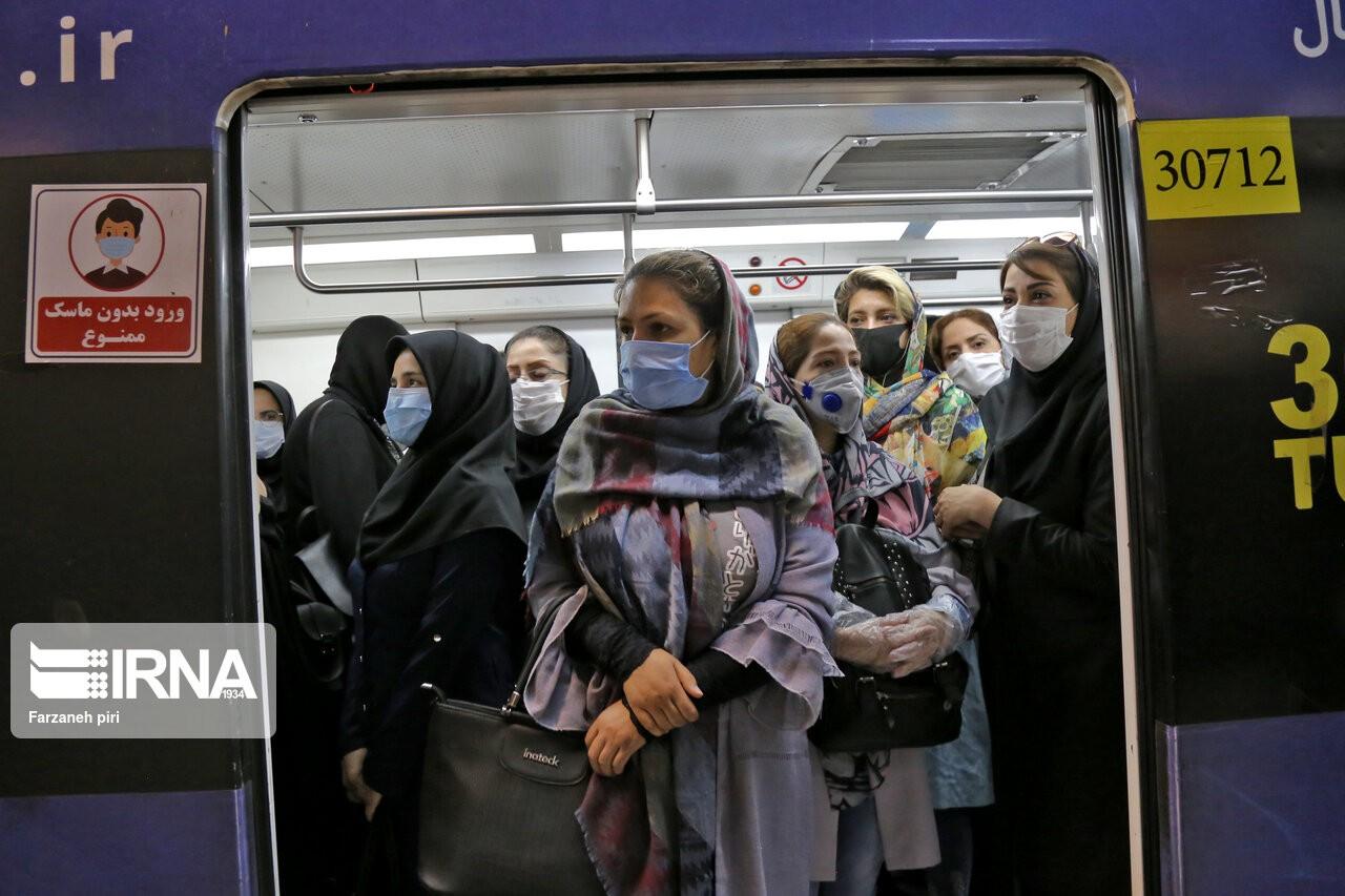مسئولان متولی مترو میگویند: فاصلهگذاری در مترو امکان ندارد