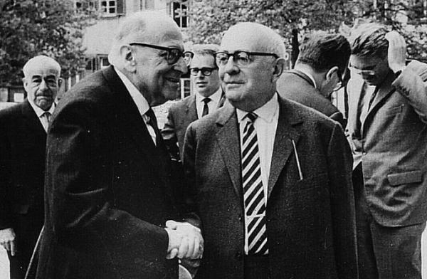 والتر بنیامین، تئودور آدورنو و نقد فرهنگ عامه