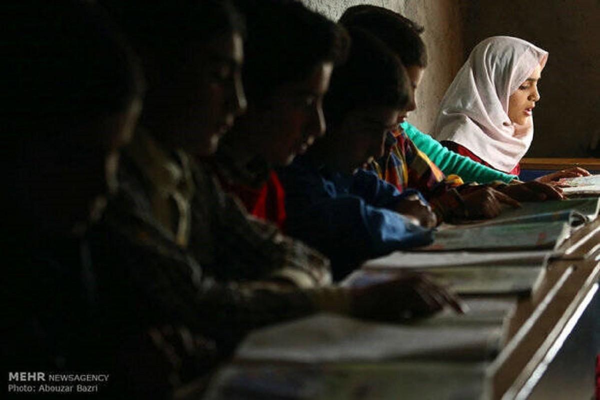 حذف آموزش رشتههای ریاضی و تجربی در ۳۵ منطقه کشور