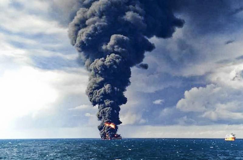 بررسی حادثه مرموز نفت کش سانچی
