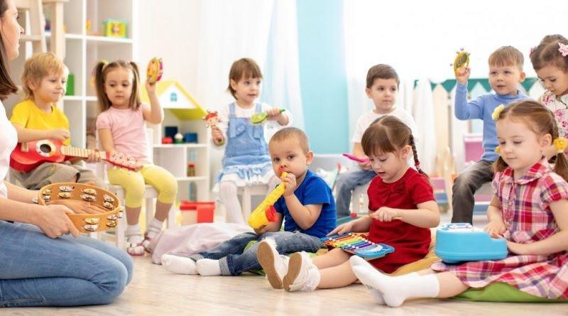 تاثیر تعطیلی مراکز مراقبت از کودکان بر نیروی کار زنان