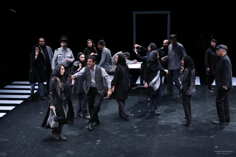 نمایش «چهارراه»: مراسم تدفین مقاومت و مبارزه