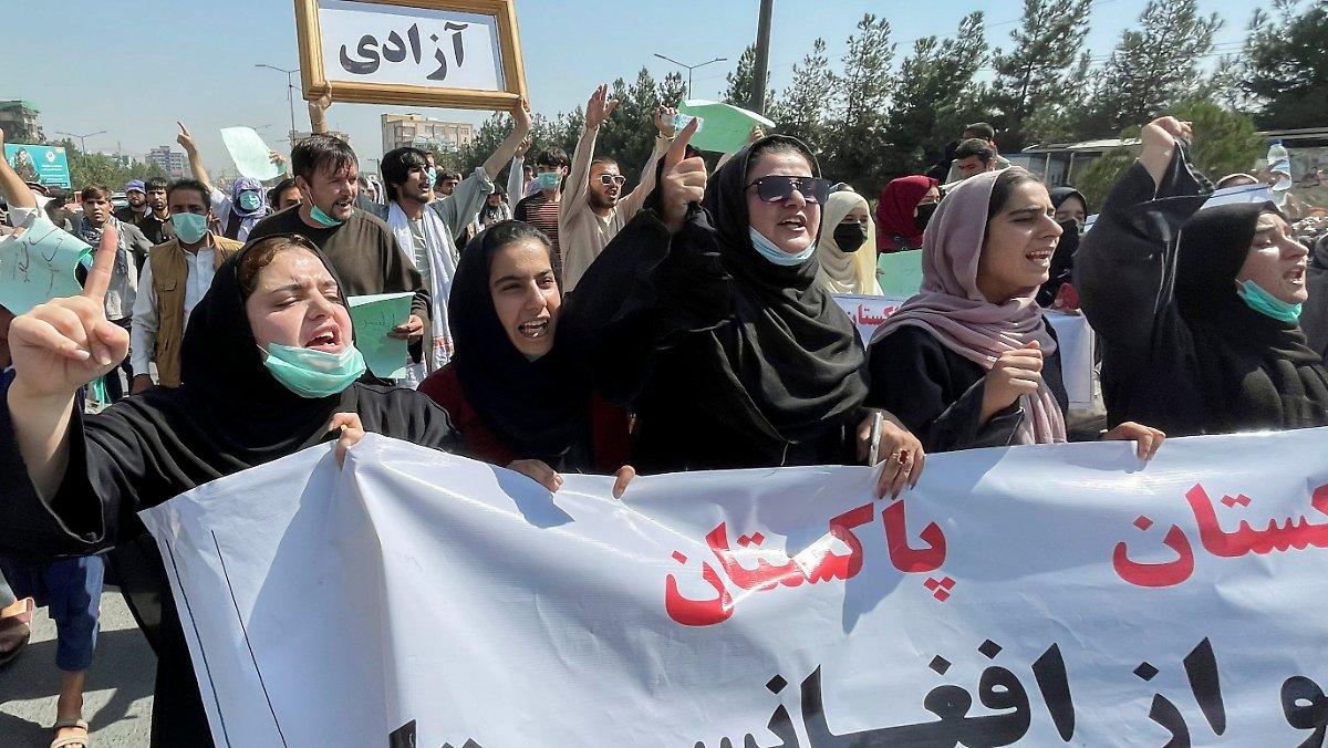 برخورد طالبان با تظاهرات مردم